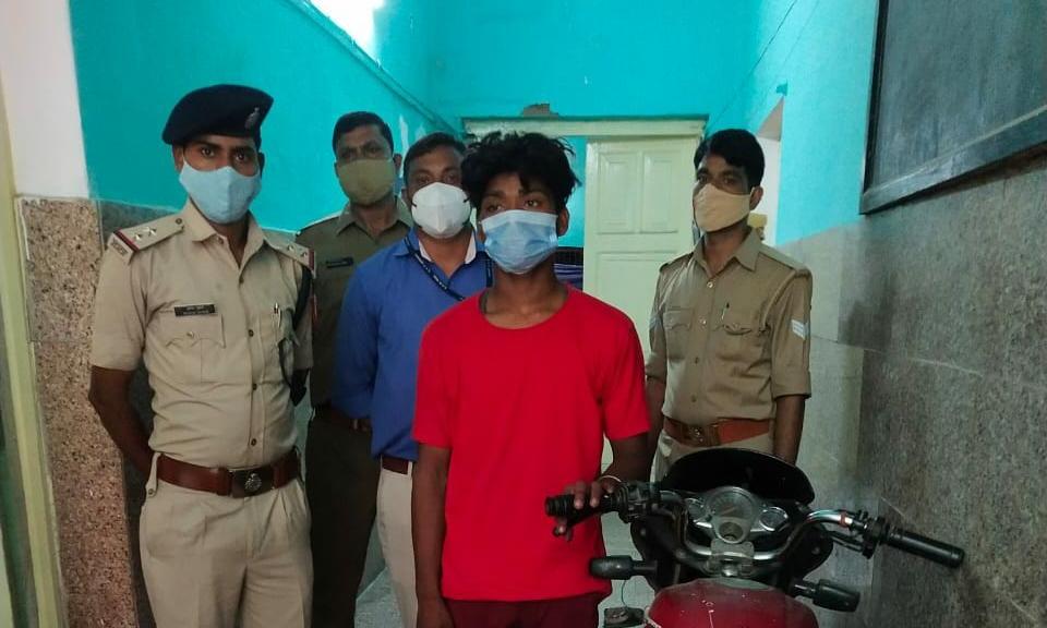 डीडीयू जीआरपी पुलिस को मिली बड़ी सफलता चोरी की बाइक के साथ युवक गिरफ्तार।